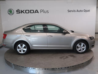 ŠKODA Octavia TDI 1,6 CR / 85 kW Ambition Plus, foto 2